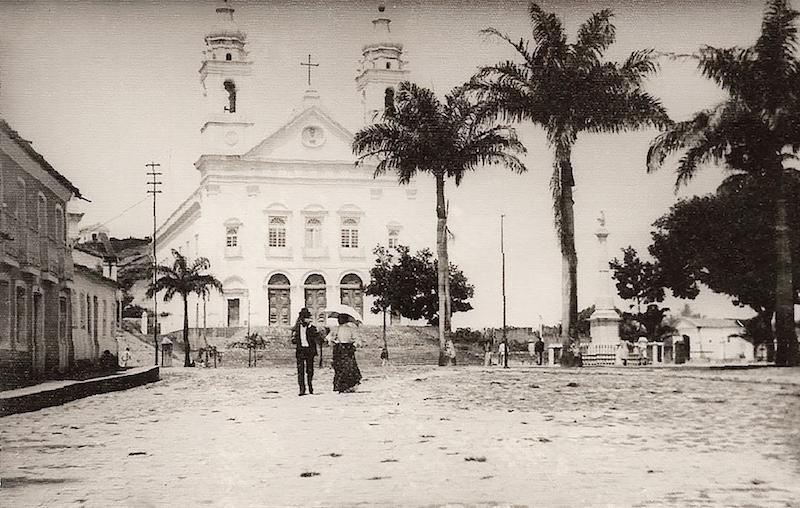 Praça-D.-Pedro-II-no-início-do-século-XX.-Foto-de-Lavenère