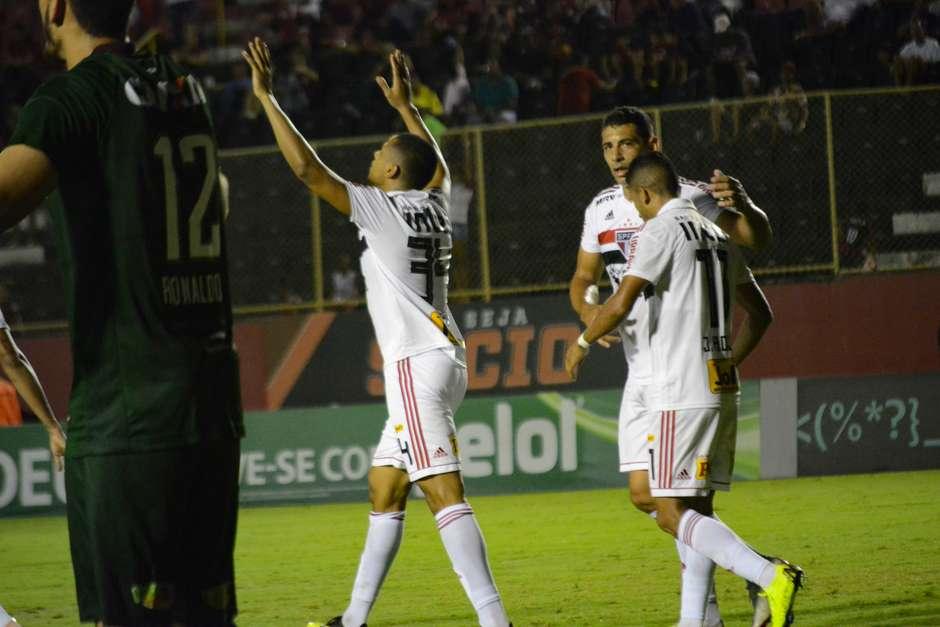 O São Paulo finalmente voltou a vencer no Campeonato Brasileiro. Na noite  desta sexta-feira 063496ea8bd2d